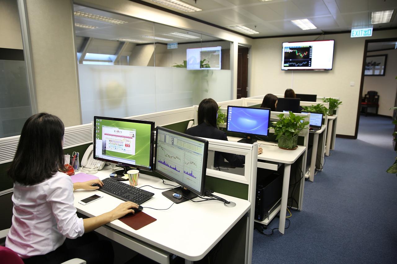 Az irodatechnika mindenhová elér és megkerülhetetlen. Ma már minden iroda tele van a technológia vívmányaival.